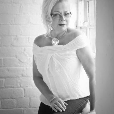 Już 28 maja o 17.00 we wtorek w MBP w Dziwnowie będziemy gościć kolejną autorkę Annę Partyka – Judge .