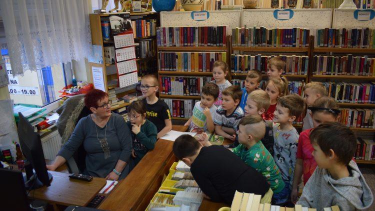 Pierwszaki i księgarnia – lekcja w bibliotece 02.03.2020 r.